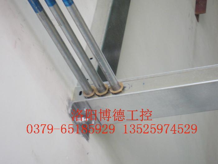 玻璃窑炉天燃气燃烧电缆桥架安装图片